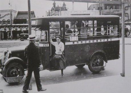東京乗合自動車のバスと女性車掌(白襟嬢)