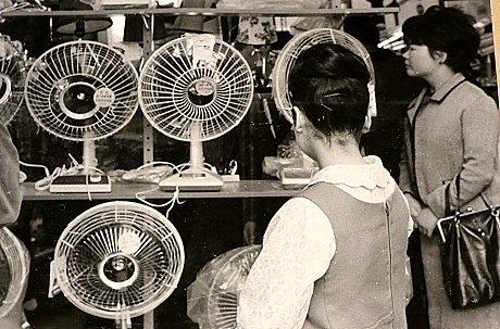 昭和38年(1963年)秋葉原で東芝扇風機AA形(上段真ん中)を購入