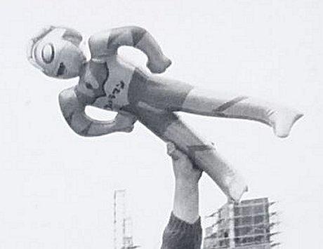 ウルトラマンの空気ビニール人形