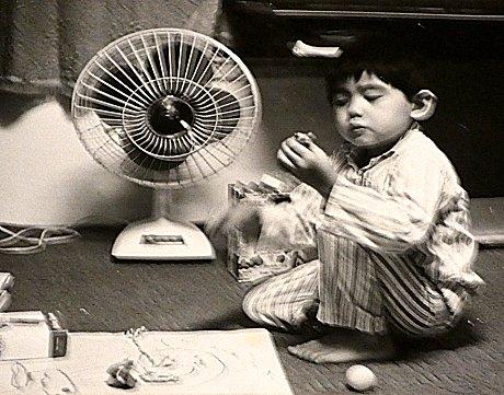 東芝扇風機AA形と子ども(昭和42年 1967年)