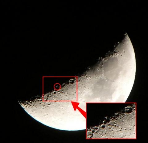 月齢7の月と月面X(f:8 ss:1/100 ISO:800)