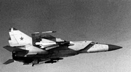 函館空港に緊急着陸したMiG-25Pの同型機