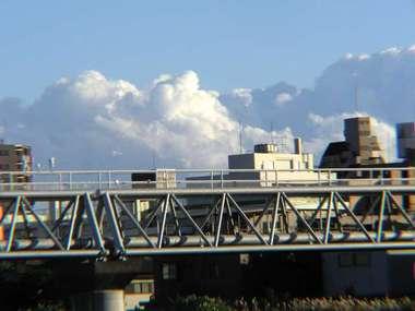 空に立ち上る雲<