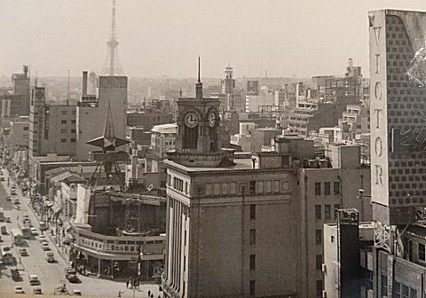 銀座四丁目交差点 三愛ビルと和光本館と東京タワー
