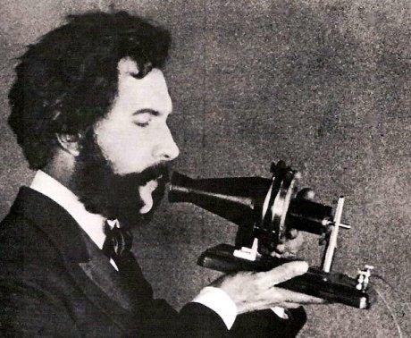 電話で話をするグラハム・ベル(1876年)